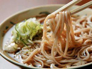 24022a5d005e6a0148733beca42ba9f2 300x225 - Must-Try Japanese Food (Eat Like a Local)